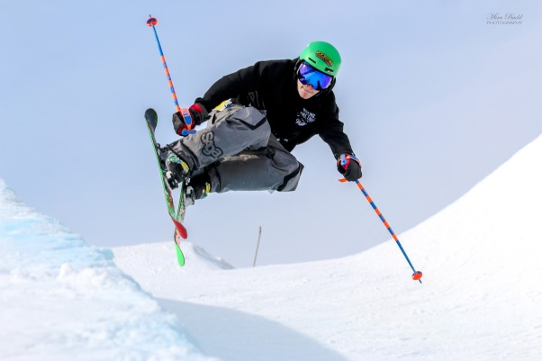 Mount St. Louis Moonstone Half Pipe, Mount St. Louis Moonstone, Best Terrain Parks Ontario, Ontario Skiing, Top Ski Hills in Ontario, Best Skiings in Ontario, Freestyle Skiers, Things to do in Winter in Ontario, Ski Rosorts Ontario, Mount St. Louis Moonstone Terrain Park,